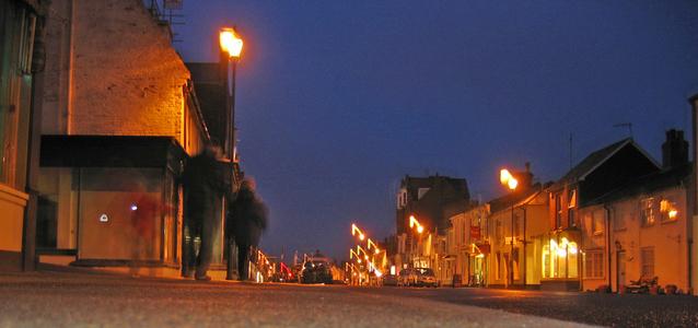 town-at-night-1447556-638x299.jpg