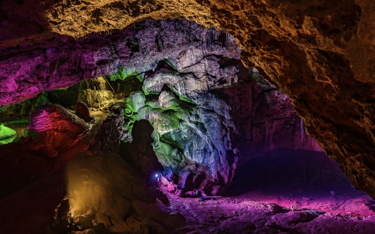 caves-4853465_1280.jpg